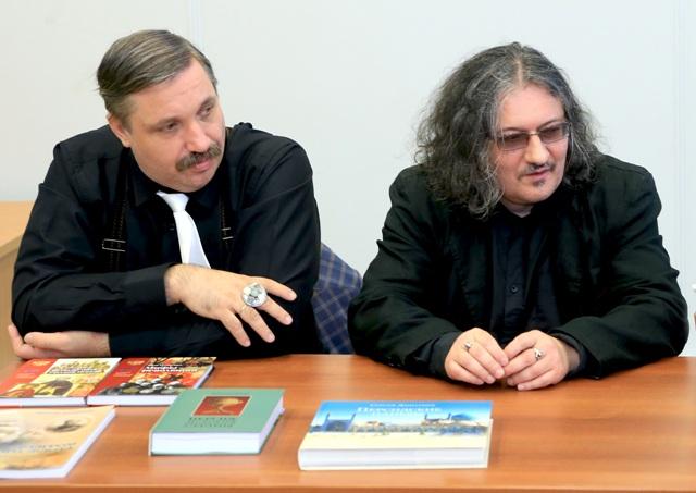 Дмитрий Володихин и Алекс Громов во время круглого стола