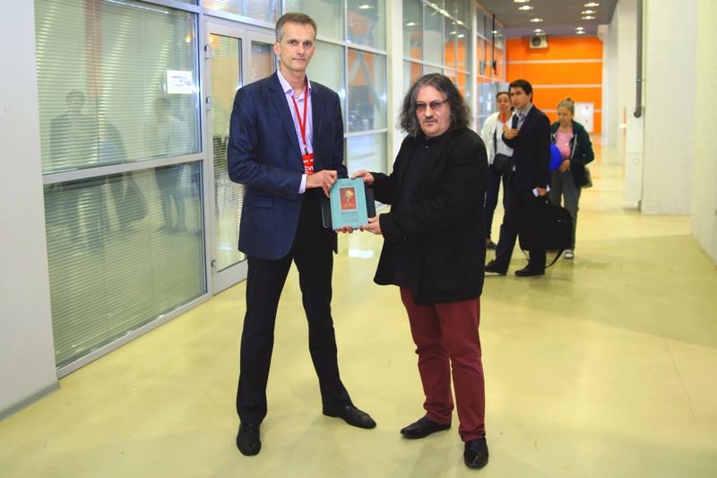 Руководитель  Генеральной дирекции международных книжных выставок и ярмарок Сергей Кайкин и историк Алекс Громов